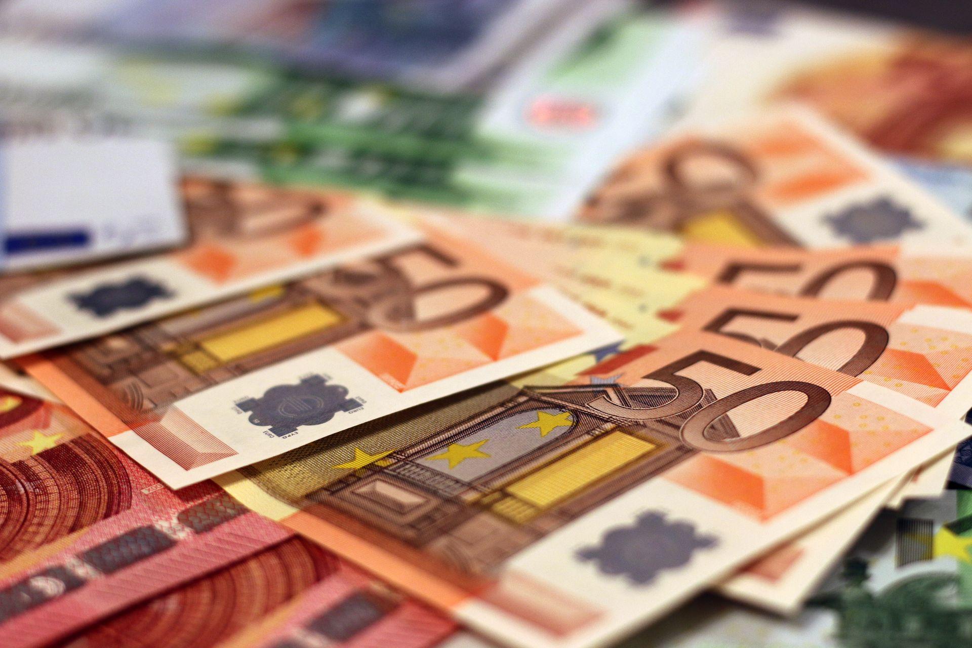 abundance-bank-bank-notes-banking-259249.jpg