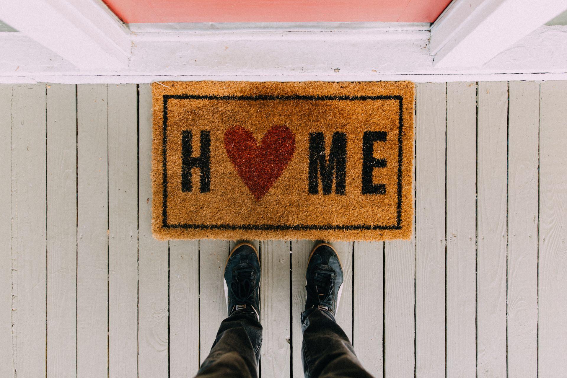 black-home-area-rug-2950003.jpg